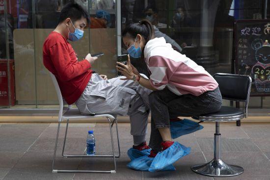 В китайському Ухані після появи нових хворих хочуть протестувати всіх мешканців на коронавірус