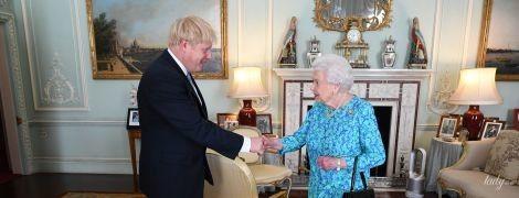 Королева Елизавета II обратилась со словами поддержки к семье Бориса Джонсона