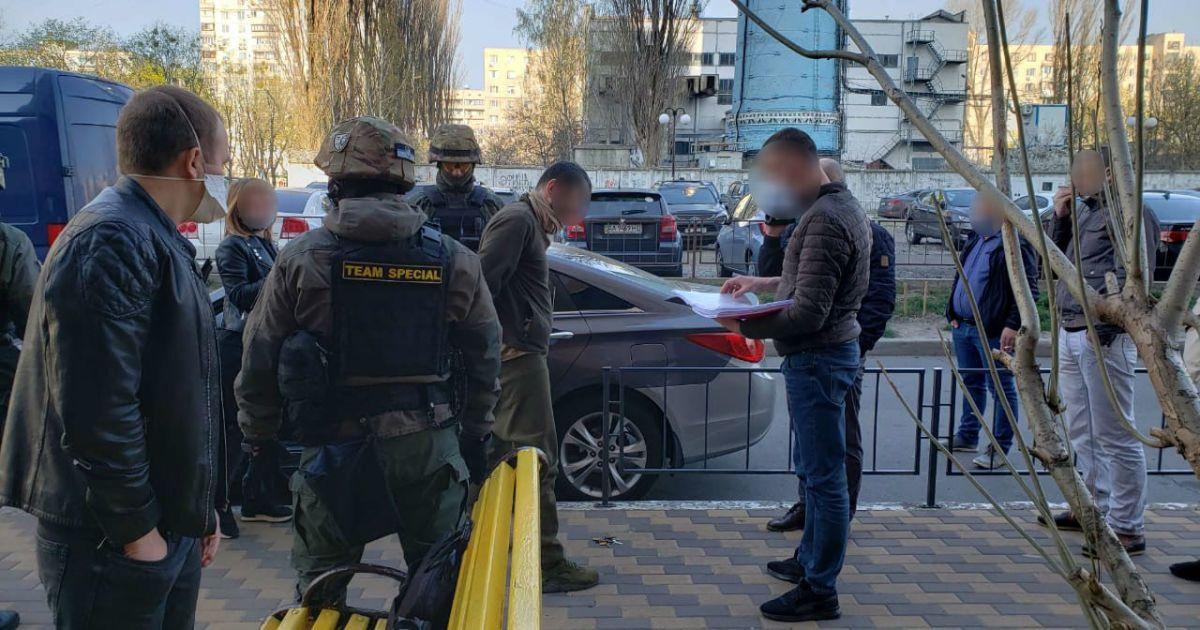 В Киеве задержали военных, которые готовили наркотики и продавали среди армейцев