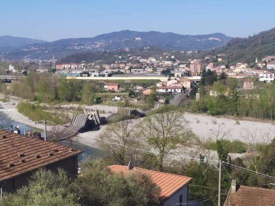 В Італії обвалився міст через річку разом з автомобілем: в Мережі опублікували відео