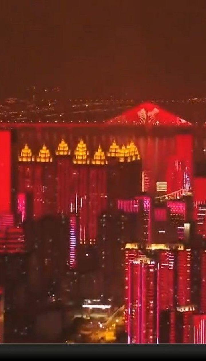 Китайський Ухань з грандіозним світловим шоу повертається до звичного життя