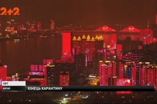 Китайский Ухань с грандиозным световым шоу возвращается к привычной жизни
