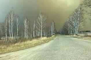 В Зоне отчуждения уже шестой день продолжается лесной пожар: фото с места событий