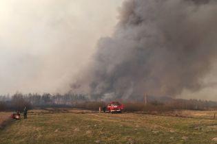 У Зоні відчуження вже шостий день триває лісова пожежа: фото з місця подій