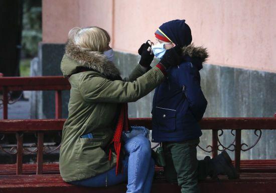В Україні серед інфікованих коронавірусом вже понад 1,7 тисячі медиків та 614 дітей