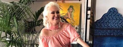 В персиковом платье на мопеде: улыбчивая Екатерина Бужинская поделилась интересным снимком