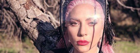 Леді Гага у піджаку на оголене тіло знялася у стильній фотосесії