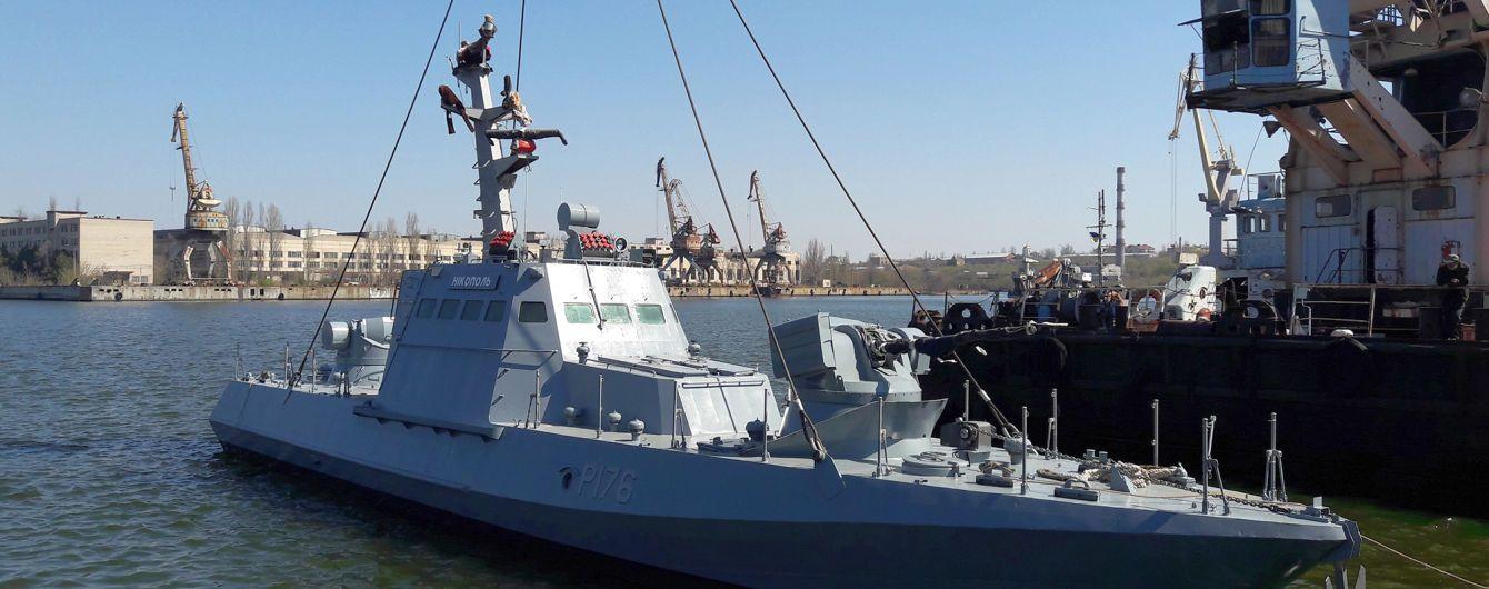 У Миколаєві після ремонту спустили на воду один із захоплених Росією військових катерів