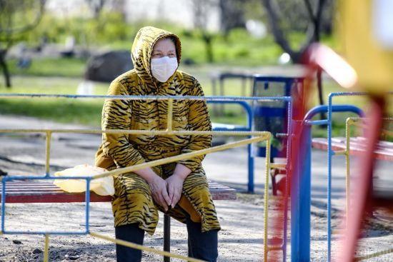 В Україні кількість випадків коронавірусу різко перевалила за 2 тисячі: за добу померли ще 12 людей