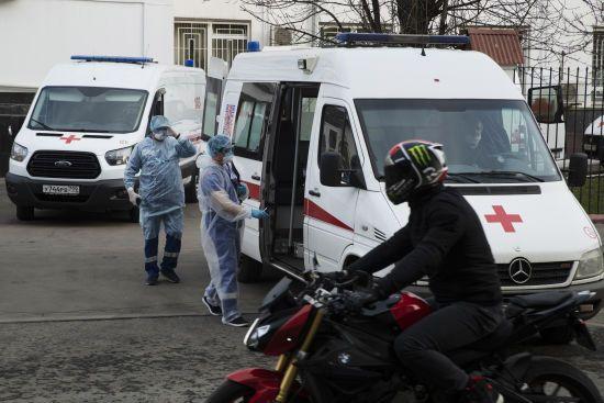 В Росії за добу коронавірус підтвердили майже у 5 тисяч людей: кількість смертей зростає