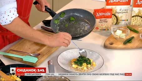 Овсянка со скремблом — рецепт от Евгения Клопотенко