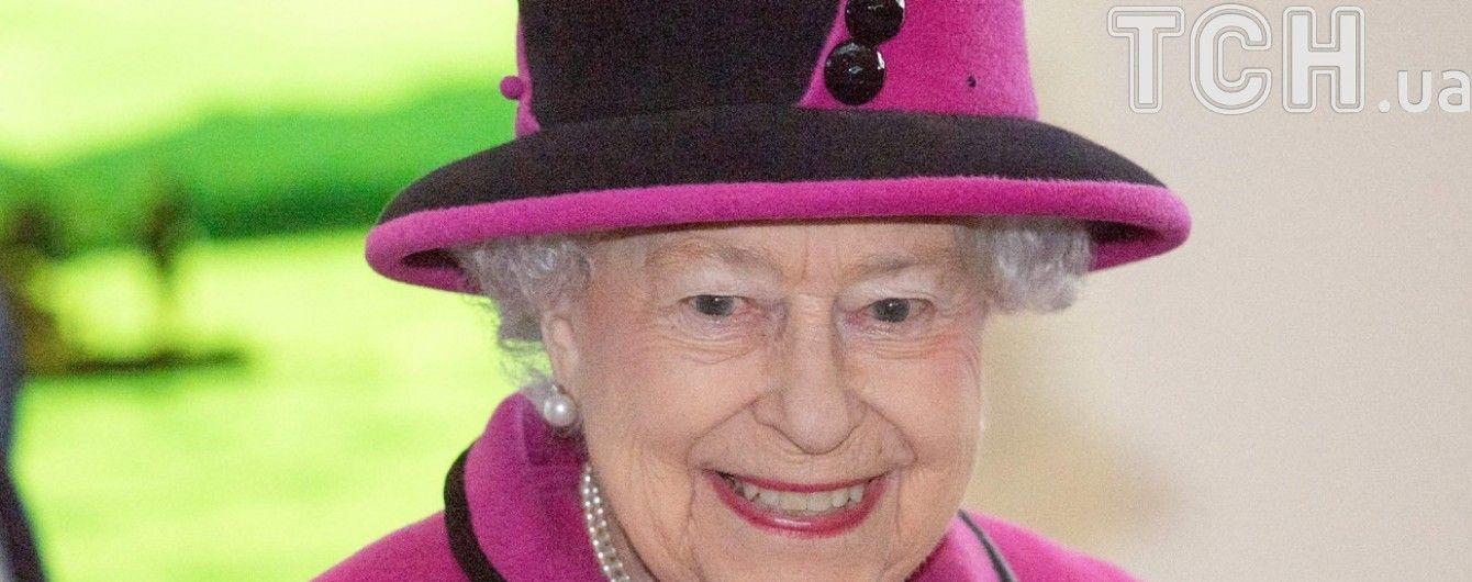 Єлизавета ІІ у сапфірах святкує перший в історії 65-річний ювілей правління