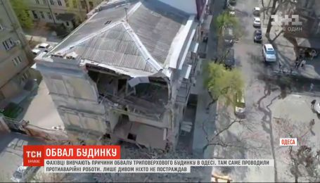 Фахівці вивчають причини обвалу триповерхового будинку в Одесі