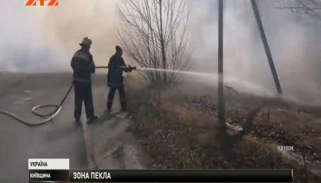 Пожежа у зоні відчуження не вщухає, рятувальники евакуюють самопоселенців