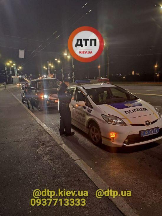 У Києві обстріляли автомобіль - поліція розпочала гонитву