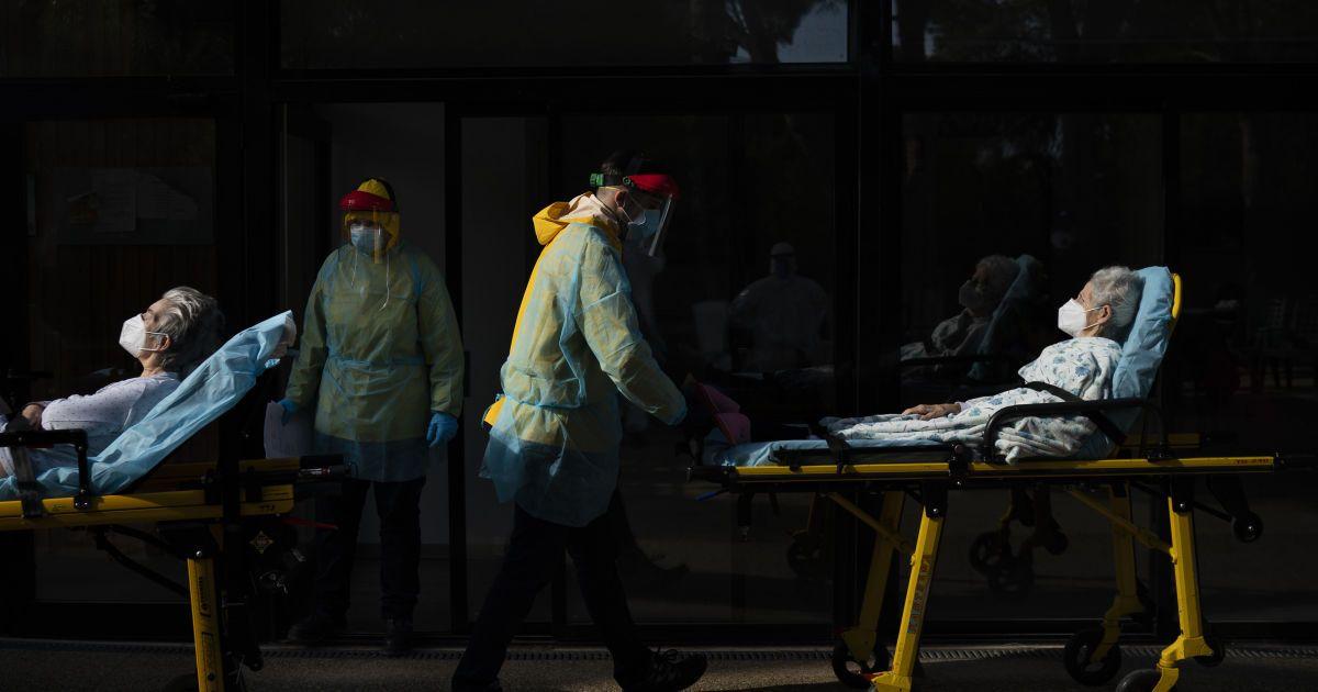 """Коронавірус у світі: Італія послаблює карантин, а в США і Бразилії політичні """"розбірки"""" влади"""