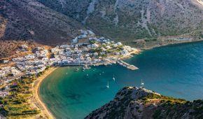 Греція пускатиме туристів без семиденного карантину, але є умови