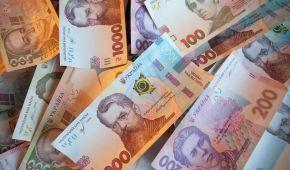Дістати гроші з-під матрацу й покласти до банку: депутати хочуть, щоб українці оприлюднили заощадження