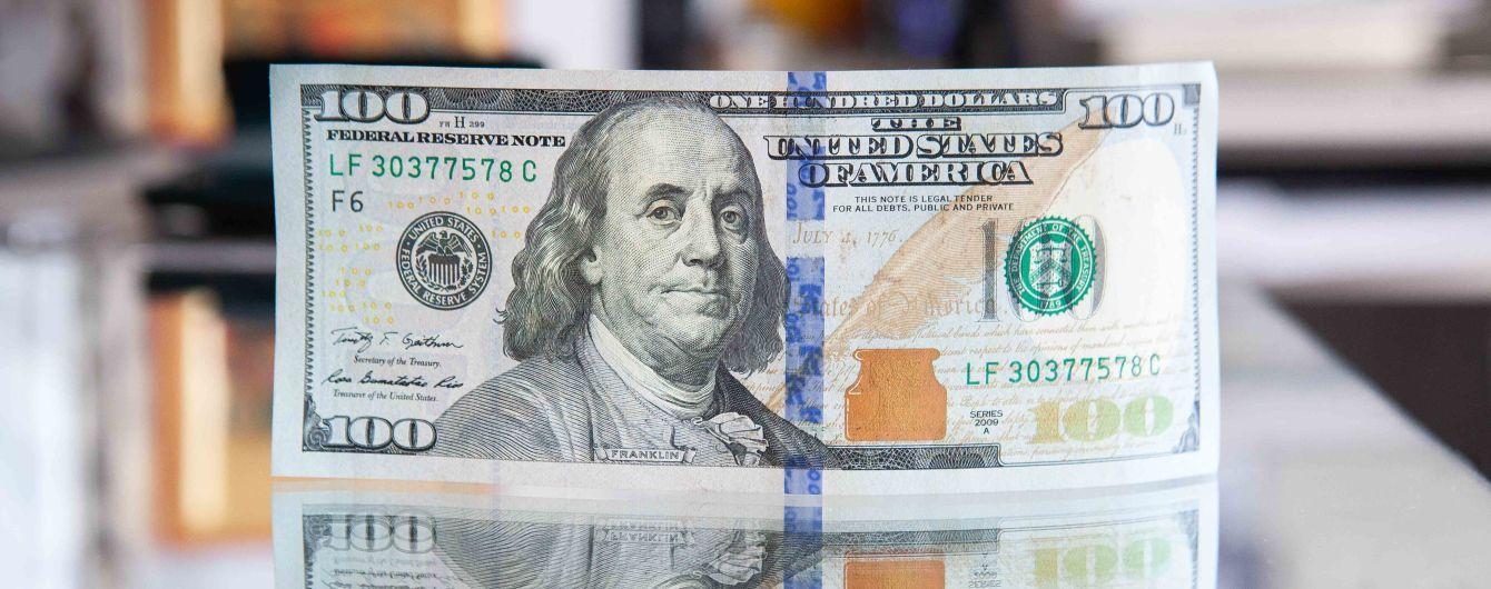 """После трех выходных доллар и евро подешевели: курсы валют Нацбанка, обменников и """"черного"""" рынка"""