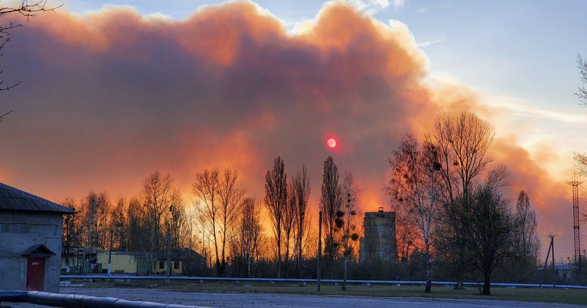 Фото з апокаліпсису: репортаж із охопленої вогнем Чорнобильської зони
