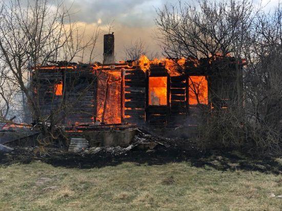 У Житомирській області декілька сіл вигоріли вщент через спалення сміття на кладовищі