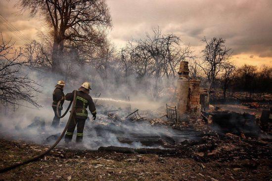 Рятувальники для боротьби з пожежами пустять в хід важку військову техніку