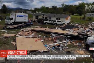 Разрушительные торнадо убили почти три десятка человек на юге США