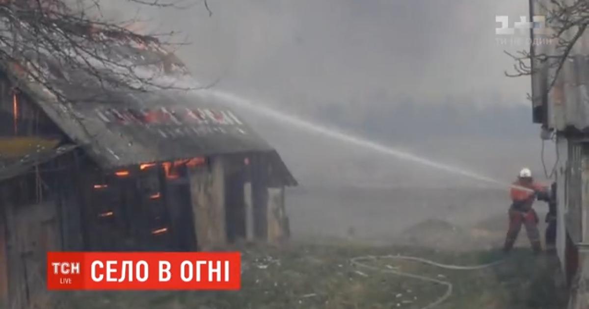 Кидало полум'я, вибухали балони: місцеві згорілого села у Житомирській області розповіли про пожежу