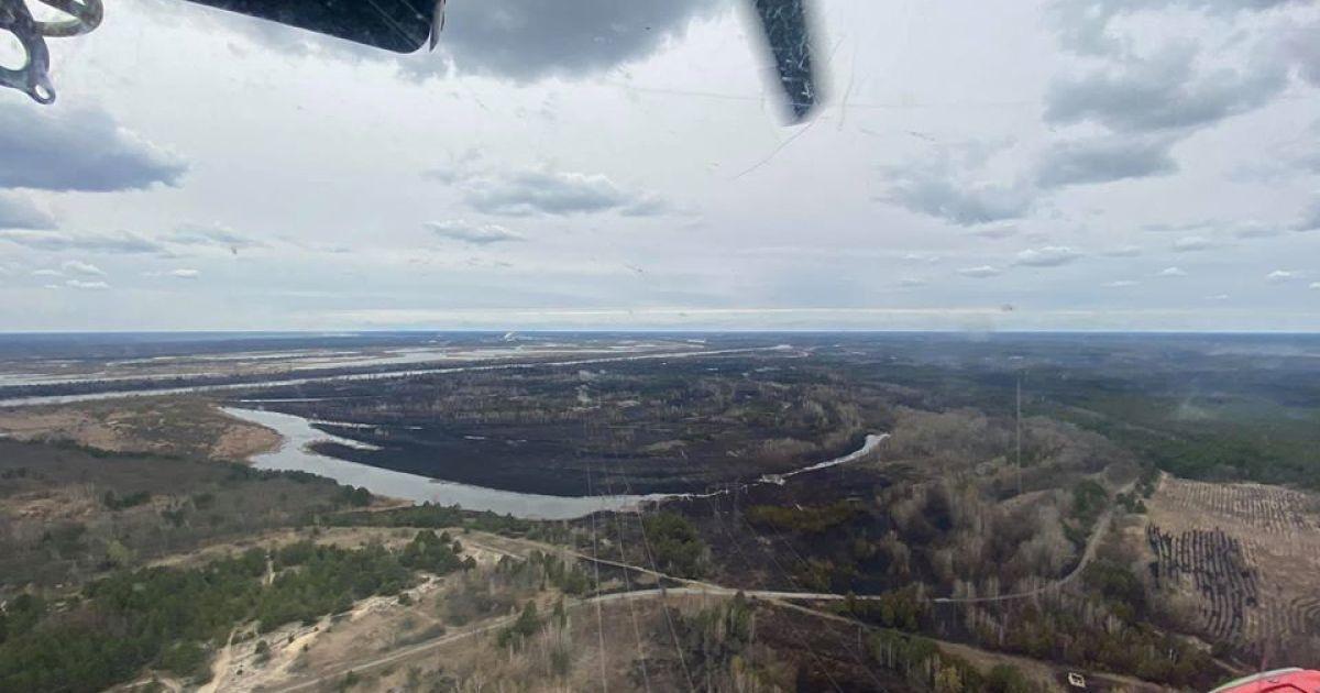 Пожар в Чернобыльской зоне: Геращенко показал, как выглядят уничтоженные леса с высоты птичьего полета