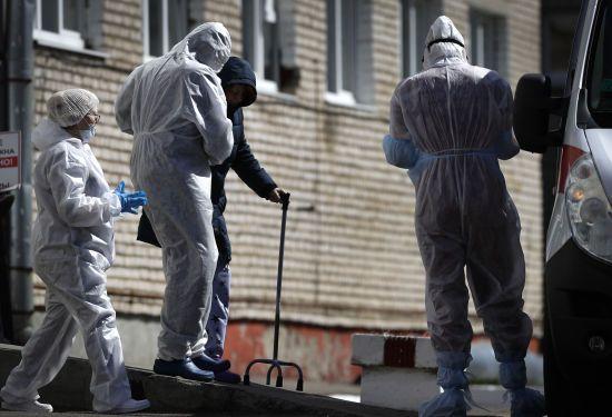 Коронавірус виявили у керівництва одного з районів Рівненщини, головного лікаря та понад 30 медиків
