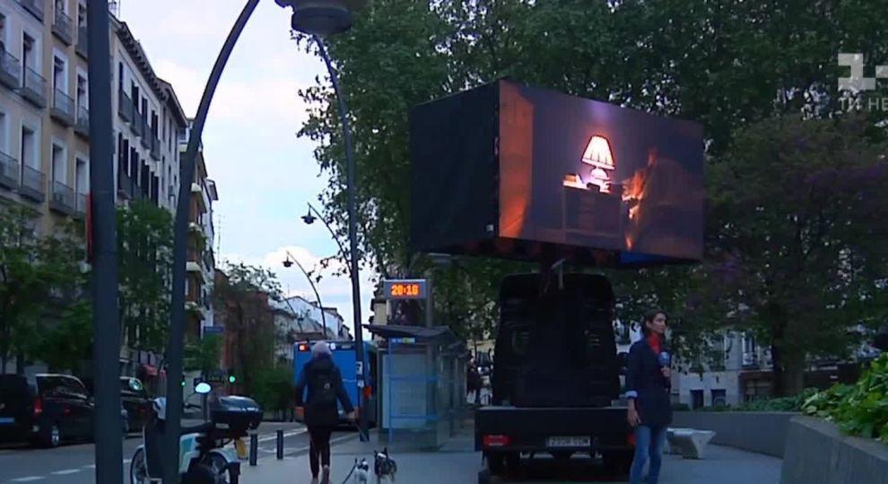 Видео - В Мадриде установили портативные кинотеатры для просмотра ...