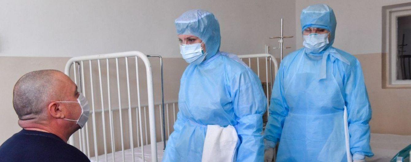 В Украине почти 700 медицинских работников заразились коронавирусом
