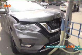 У Києві порушник на швидкості влетів у автомобіль та відправив його у світлофор