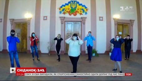 Сотрудники Дворца культуры Лисичанска сняли видео, чтобы поддержать украинцев