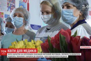 Фермеры и волонтеры отвозят живые цветы в больницы, чтобы подбодрить медиков