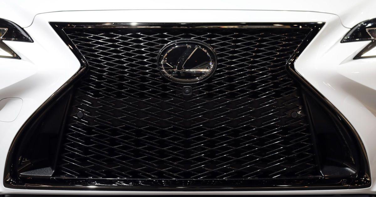 Lexus готовит стильный флагманский кроссовер