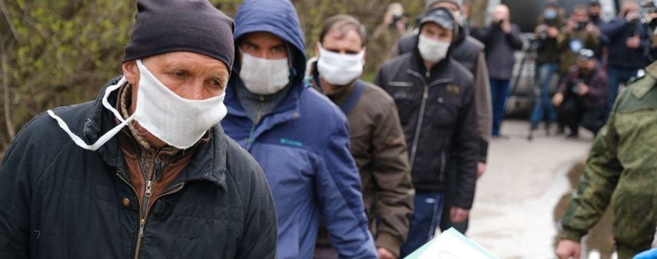 """""""Не можу зрозуміти, де я"""": як минув обмін полоненими на Донбасі та коли може відбутися наступний"""