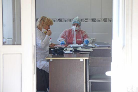 """""""Не знали, з чим стикаємося"""": як медики районної лікарні у Тернопільській області борються з коронавірусом"""