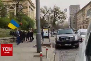 Водій Порошенка порушив правила дорожнього руху в центрі Києва