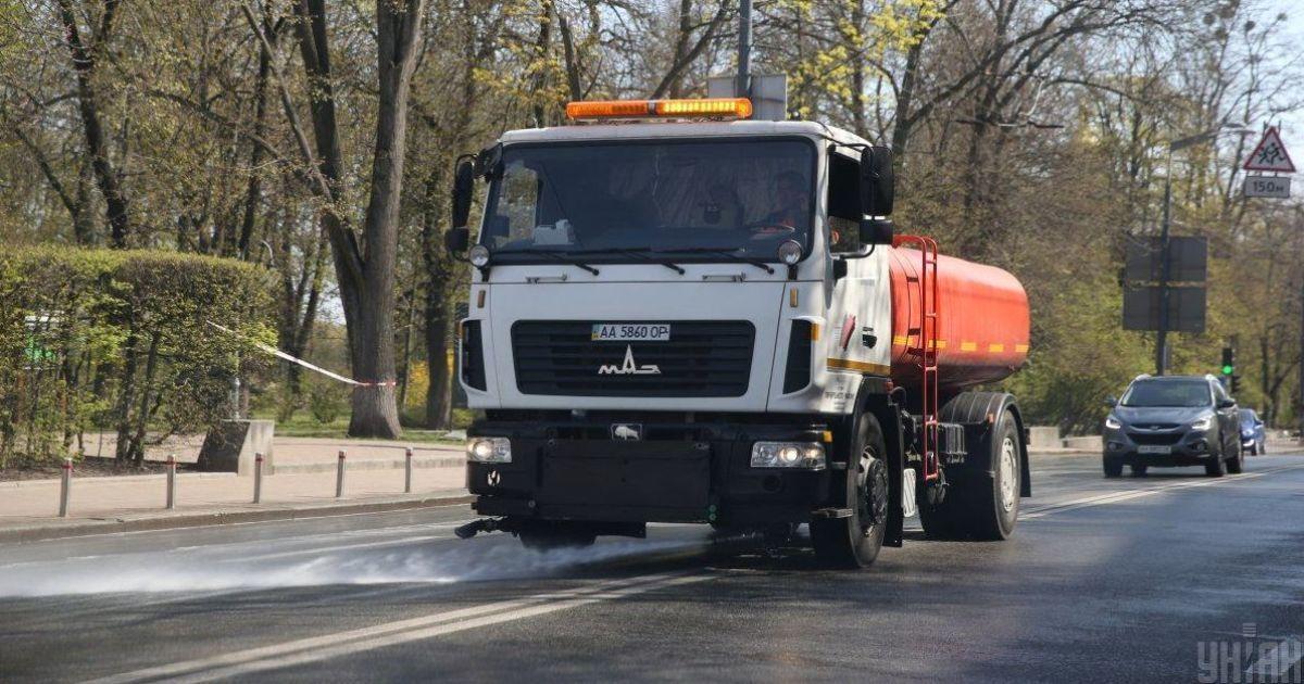 В Киеве начали посреди ночи мыть улицы из-за очень сильного загрязнения воздуха