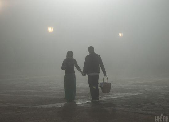 Краще не дихати: чому Київ різко затягнуло смердючим димом, чим це небезпечно і коли закінчиться