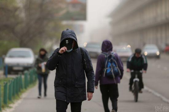 Тримається червоний рівень: у Києві досі вкрай забруднене повітря