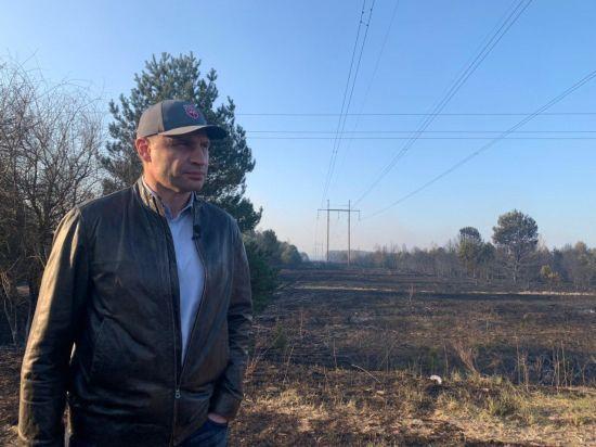 Кличко повідомив що з рівнем радіації в Зоні та Києві через пожежі в Чорнобилі