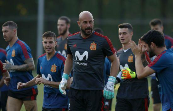 Відомий іспанський воротар жартівливо обіграв свою лису голову: відео дня, яке підніме вам настрій