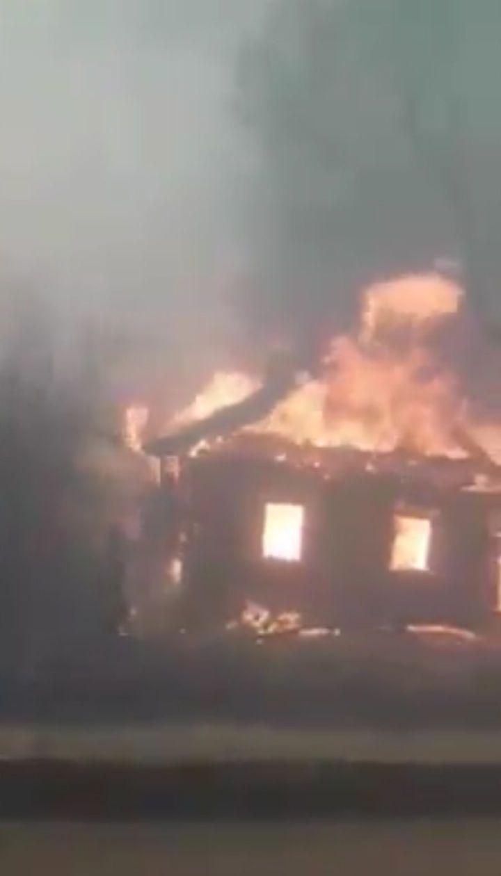 У Житомирській області масштабно палають села. Відео очевидців