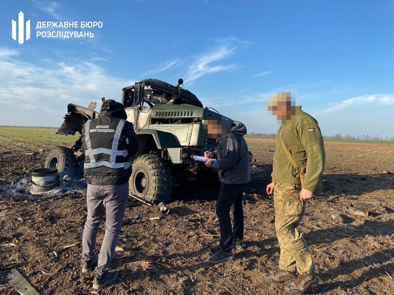 В військовій вантажівці вибухнули боєприпаси_4