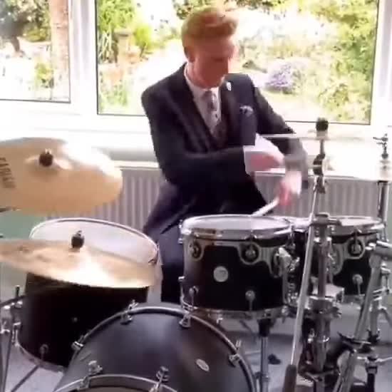 Ведучий завершив домашній прогноз погоди шаленим соло на барабанах