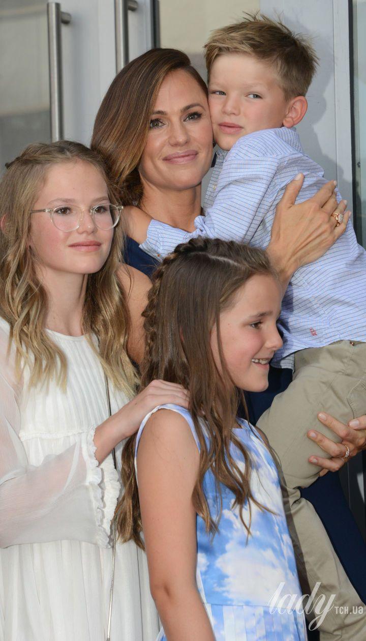 Дженніфер Гарнер з дітьми