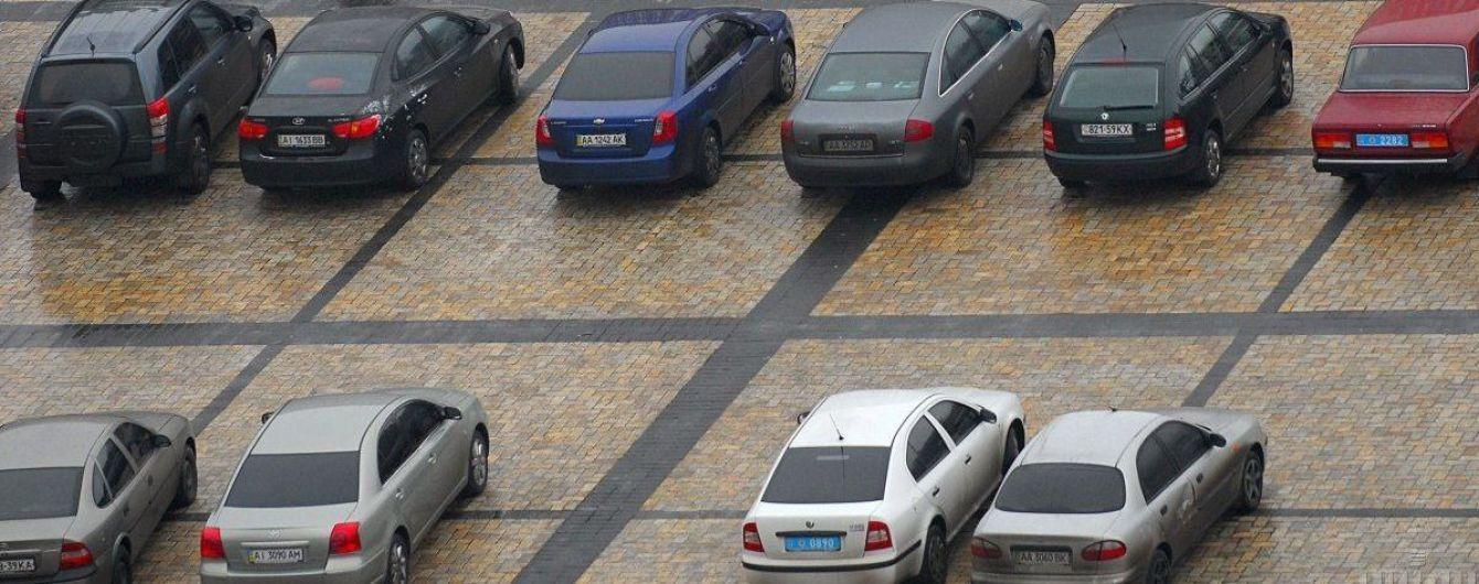 """""""Вместо """"Аминь"""" помигайте дальним светом"""": в Одессе верующих собирают на пасхальное богослужение на парковке"""