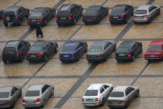 """""""Замість """"Амінь"""" блимніть далеким світлом"""": в Одесі вірян збирають на великоднє богослужіння на парковці"""